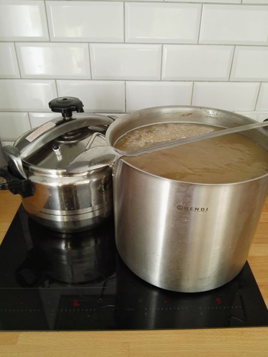 Brewing and Doing Starter Wort